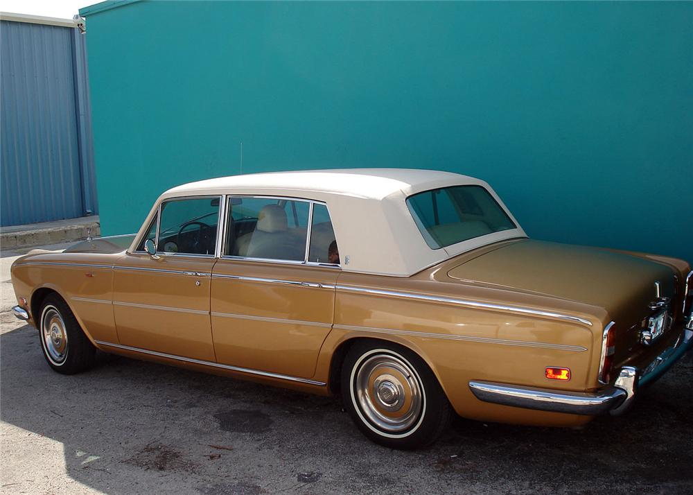 1973 ROLLS-ROYCE SILVER SHADOW 4 DOOR SEDAN - Rear 3/4 - 63882