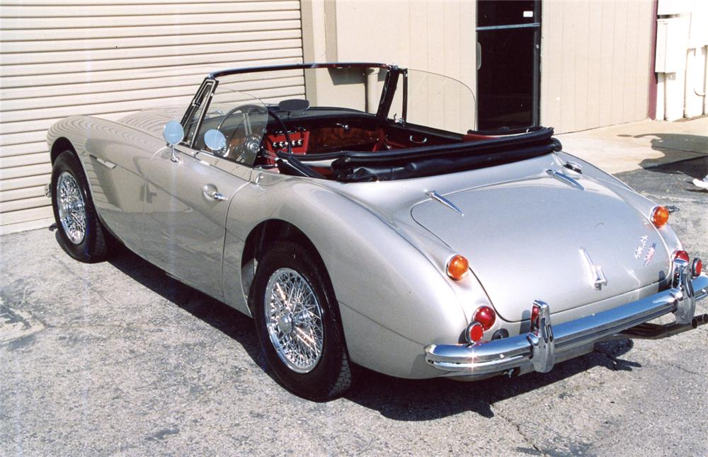 1965 AUSTIN-HEALEY 3000 MARK III BJ8 CONVERTIBLE - Rear 3/4 - 63943