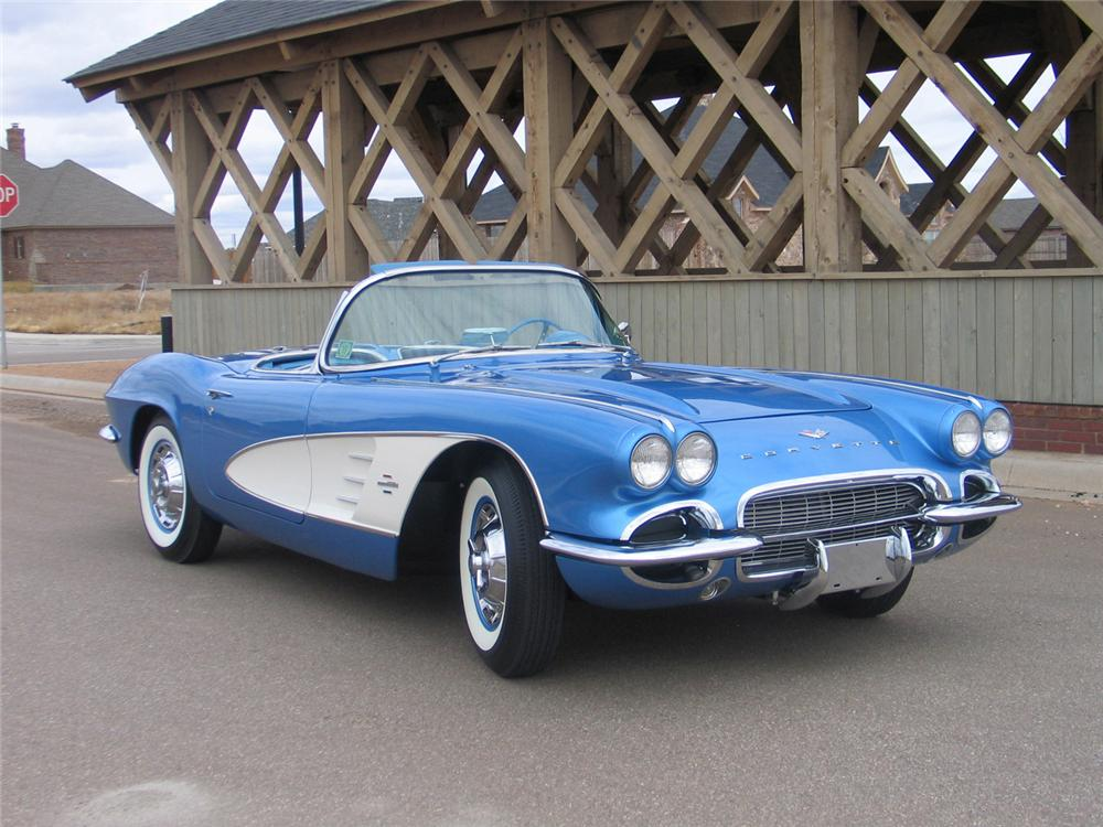 1961 CHEVROLET CORVETTE CONVERTIBLE - Front 3/4 - 63972