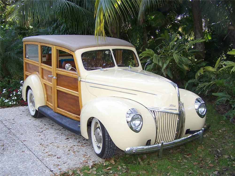 1939 FORD CUSTOM WOODY STATION WAGON - Front 3/4 - 63976
