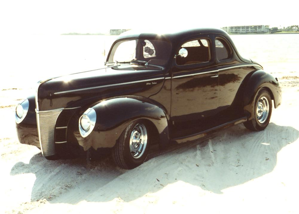 1940 FORD CUSTOM STREET ROD 2 DOOR COUPE - Front 3/4 - 64006
