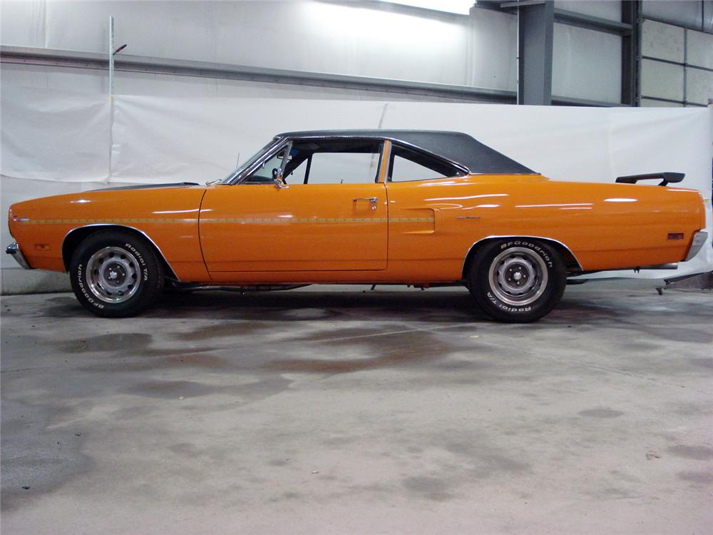 1970 PLYMOUTH HEMI ROAD RUNNER 2 DOOR COUPE RE-CREATION - Front 3/4 - 64044