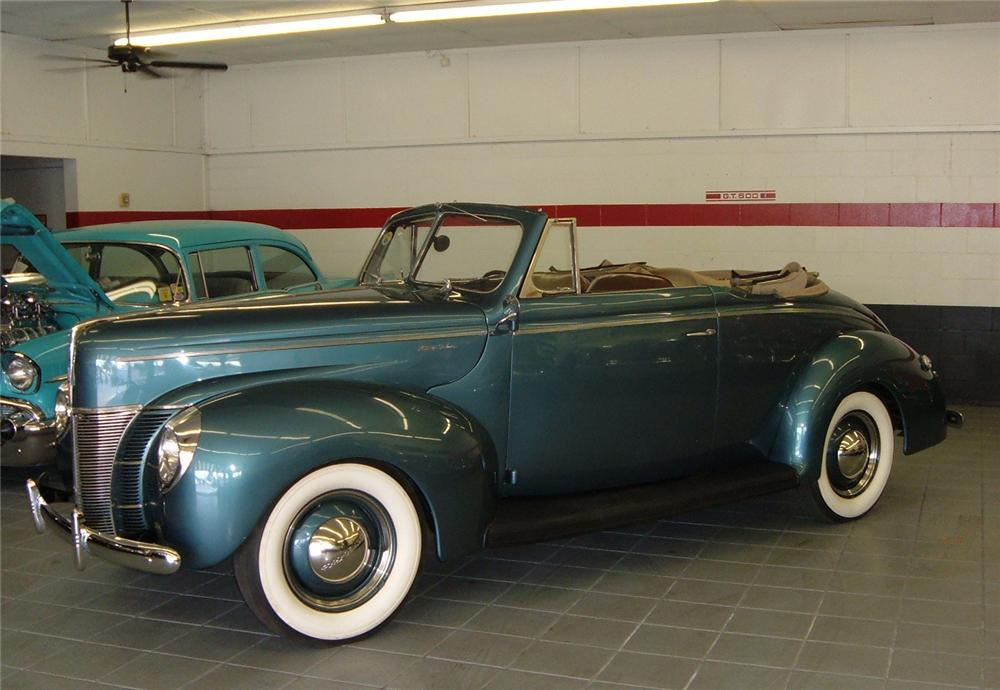 1940 FORD CONVERTIBLE - Front 3/4 - 64111