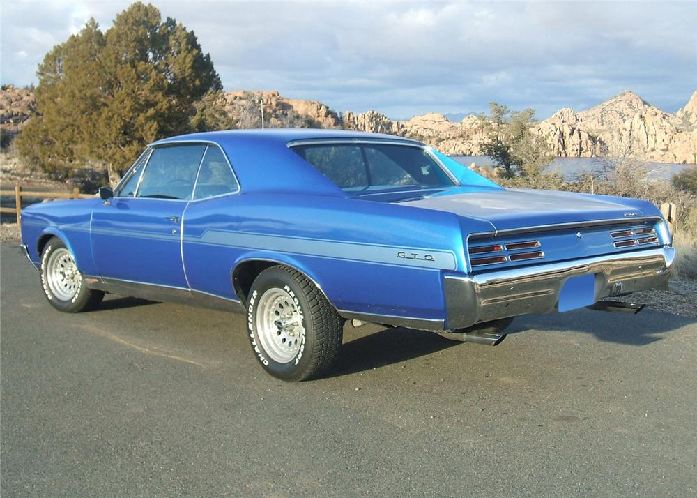 1967 PONTIAC GTO CUSTOM 2 DOOR HARDTOP - Rear 3/4 - 64146