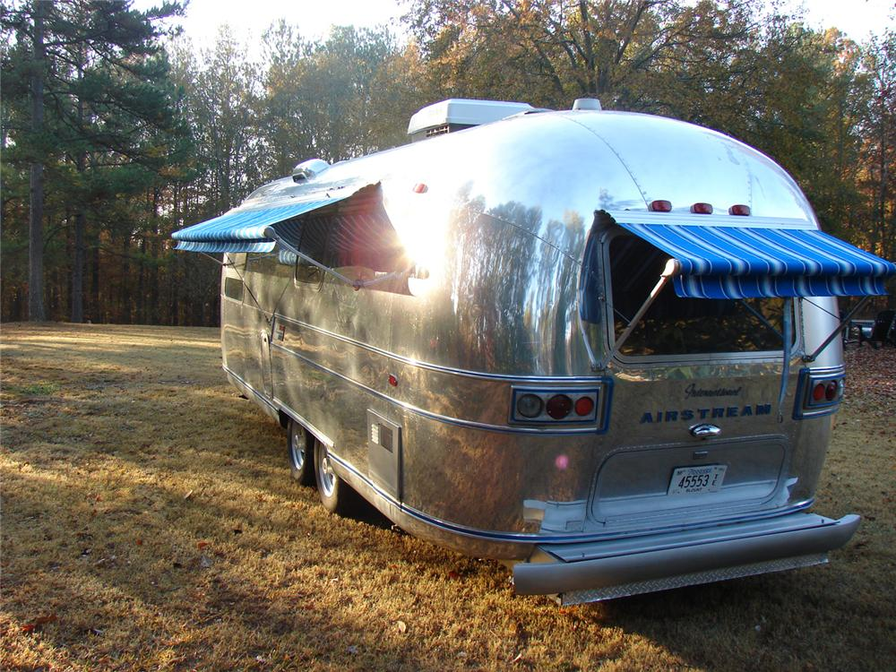 1970 AIRSTREAM OVERLAND INTERNATIONAL CUSTOM LAND YACHT - Rear 3/4 - 64156