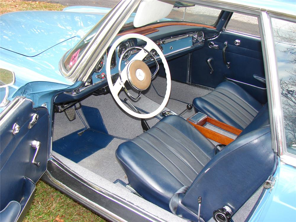 1967 MERCEDES-BENZ 250SL 2 DOOR ROADSTER - Interior - 64158