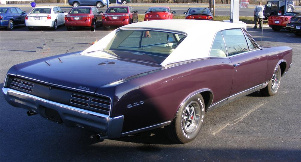 1967 PONTIAC GTO 2 DOOR HARDTOP - Rear 3/4 - 64188