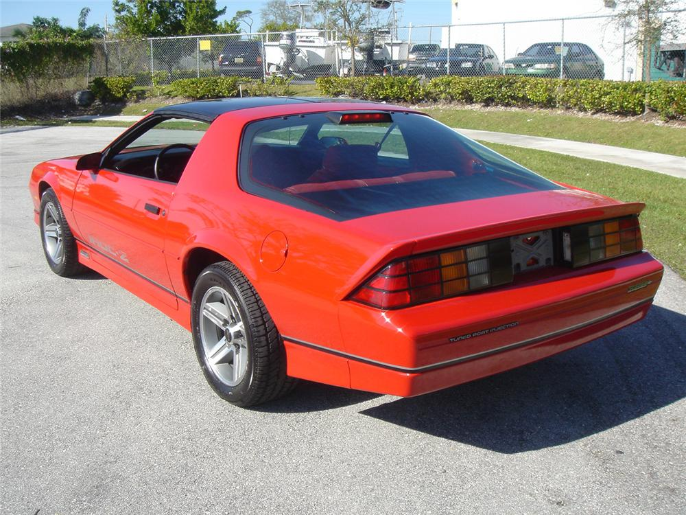 1986 CHEVROLET CAMARO IROC Z/28 COUPE - Rear 3/4 - 64247