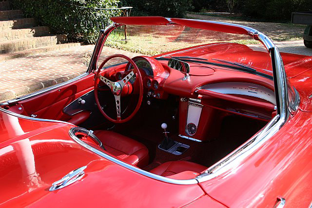 1961 CHEVROLET CORVETTE CONVERTIBLE - Interior - 64347