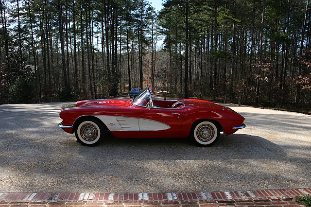 1961 CHEVROLET CORVETTE CONVERTIBLE - Side Profile - 64347