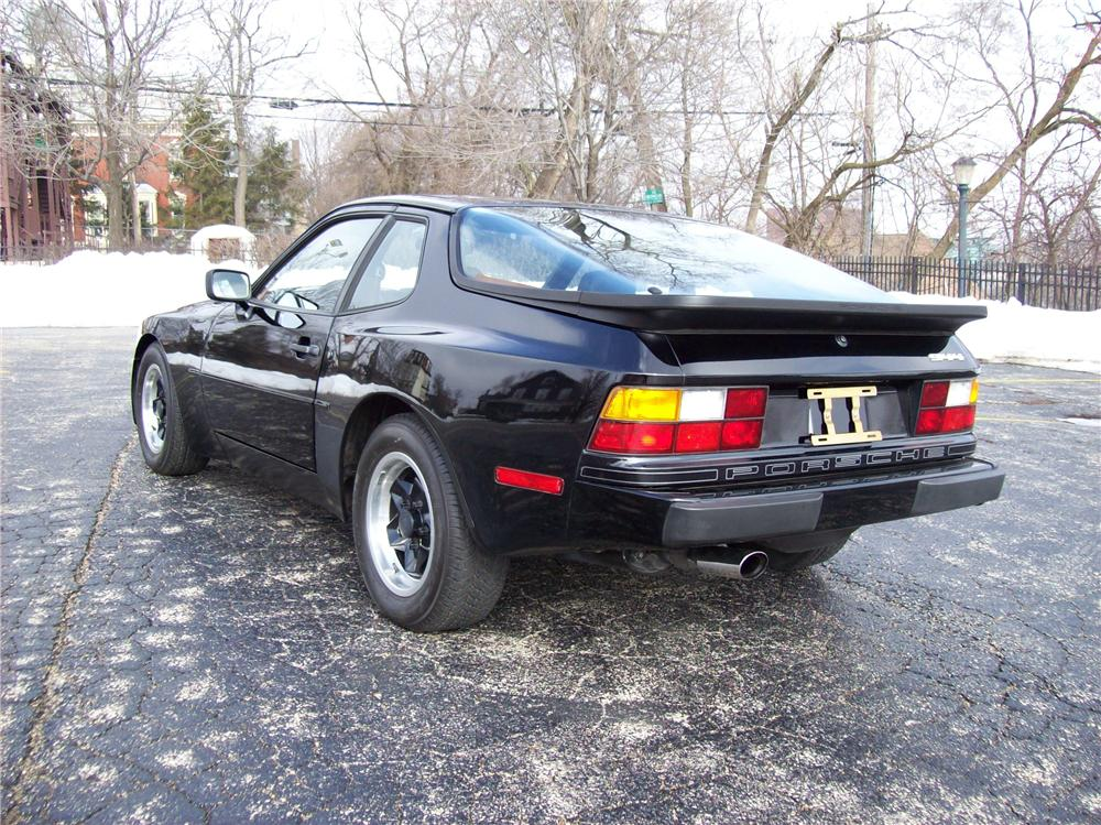 1983 PORSCHE 944 COUPE - Rear 3/4 - 64376