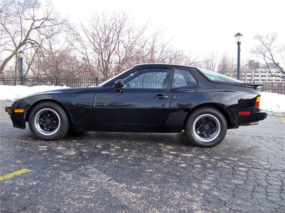 1983 PORSCHE 944 COUPE - Side Profile - 64376