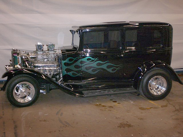 1931 PONTIAC OAKLAND CUSTOM SEDAN - Front 3/4 - 64396