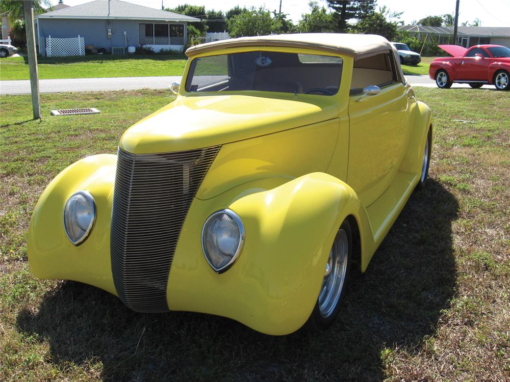 1937 FORD CUSTOM 2 DOOR CONVERTIBLE - Front 3/4 - 64478
