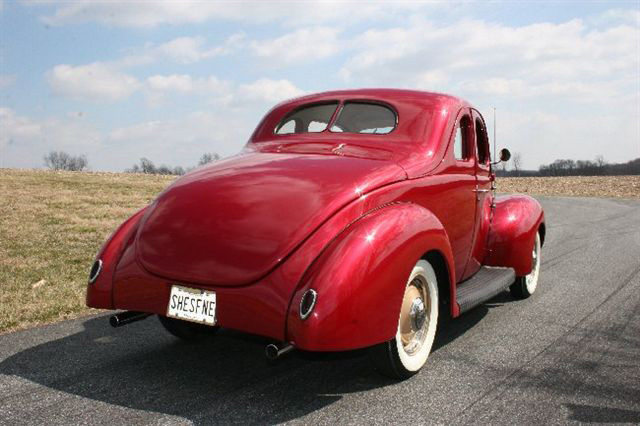 1939 FORD DELUXE CUSTOM COUPE - Rear 3/4 - 64568