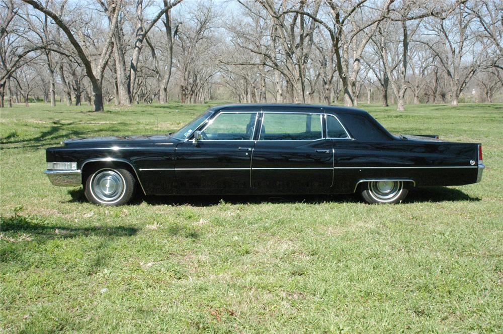 1969 CADILLAC FLEETWOOD SERIES 75 LIMOUSINE - Side Profile - 64659