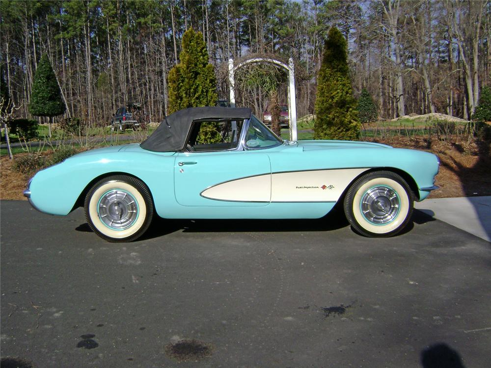 1957 CHEVROLET CORVETTE CONVERTIBLE - Side Profile - 64680