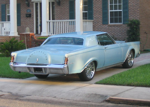 1969 LINCOLN CONTINENTAL MARK III COUPE - Rear 3/4 - 64716