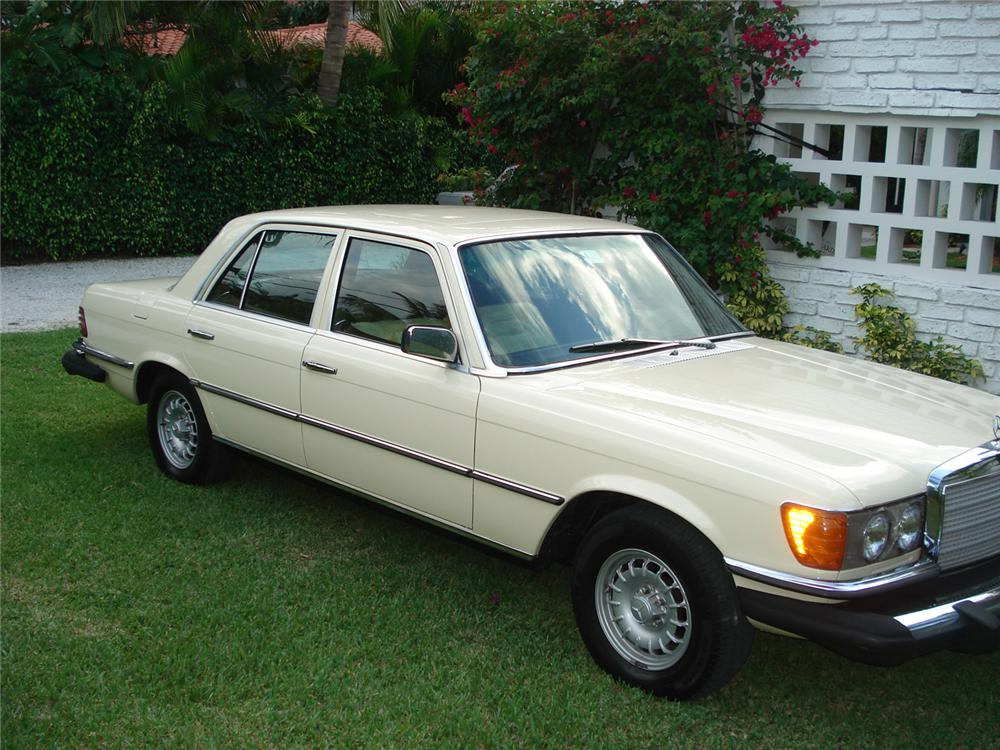 1978 MERCEDES-BENZ 300SD 4 DOOR SEDAN - Front 3/4 - 65277