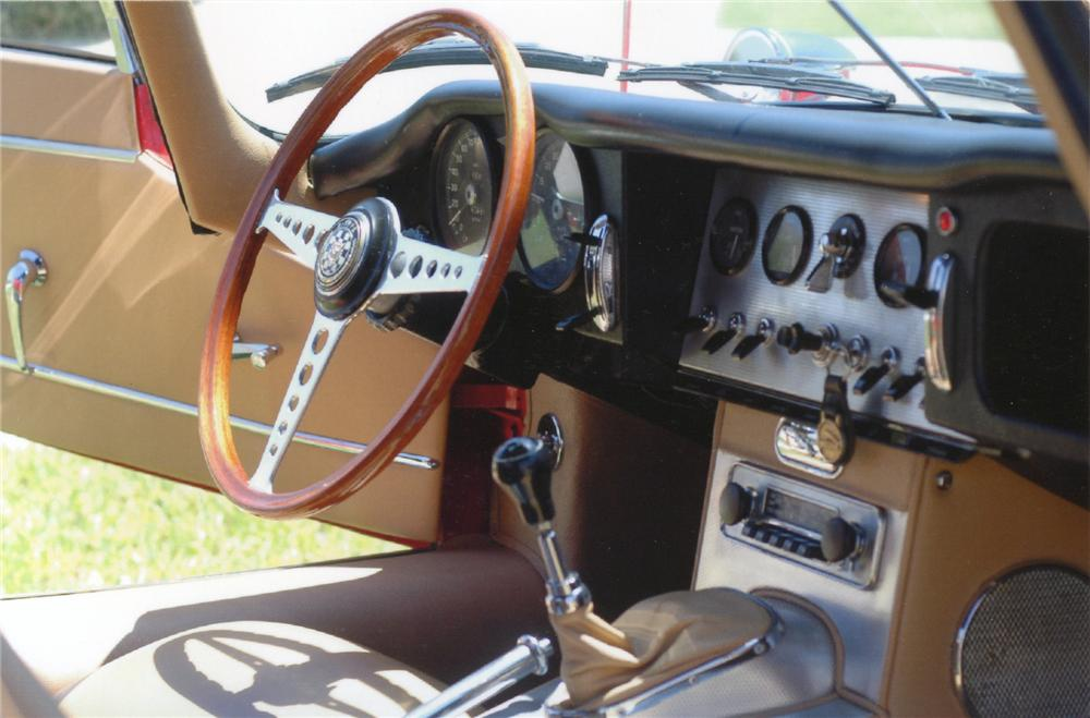 1961 JAGUAR XKE SERIES I ROADSTER - Interior - 65745