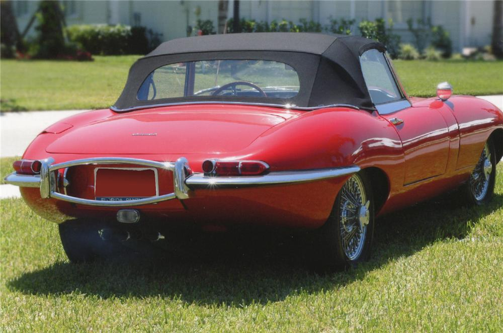 1961 JAGUAR XKE SERIES I ROADSTER - Rear 3/4 - 65745