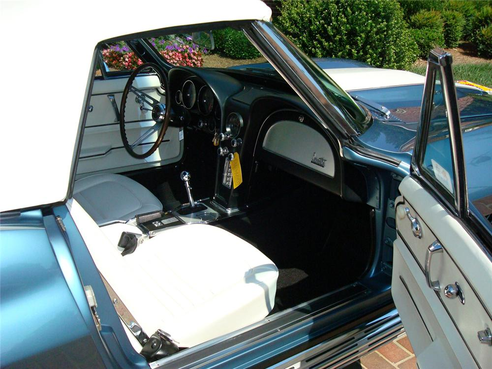 1967 CHEVROLET CORVETTE CONVERTIBLE - Interior - 65762