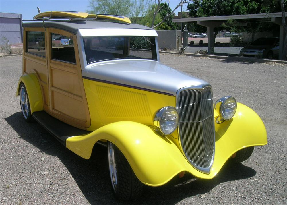 1933 FORD MODEL 40 WOODY WAGON - Front 3/4 - 65822