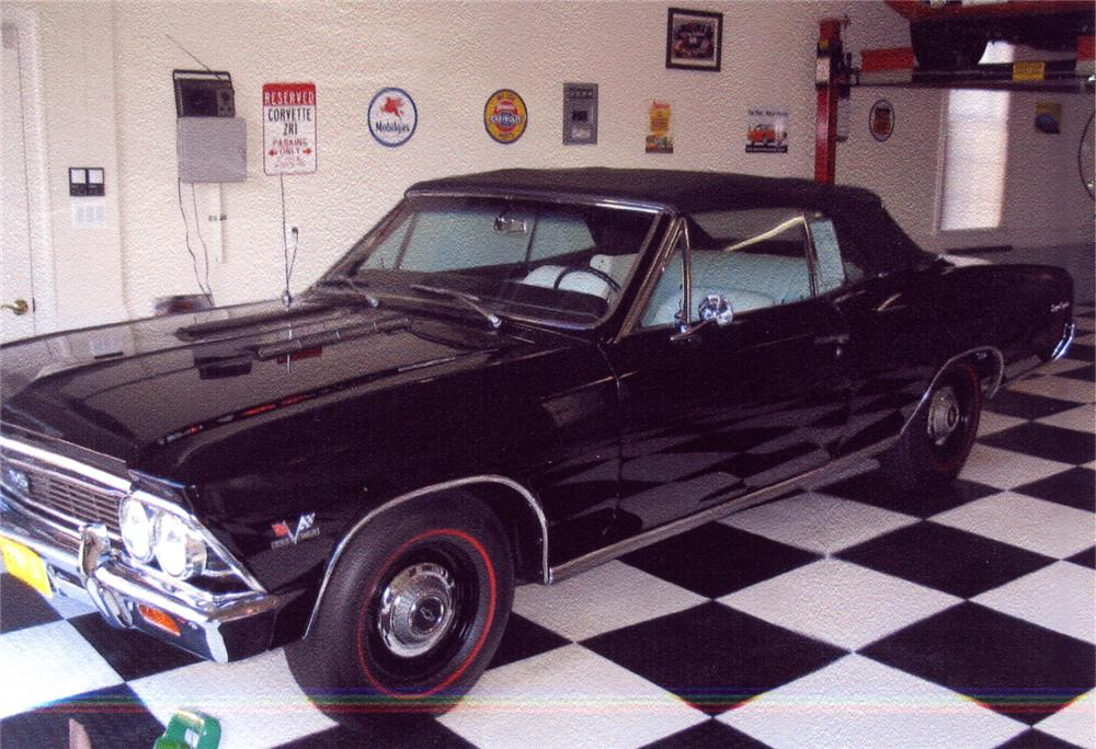 1966 CHEVROLET CHEVELLE SS 396 CONVERTIBLE - Front 3/4 - 65827