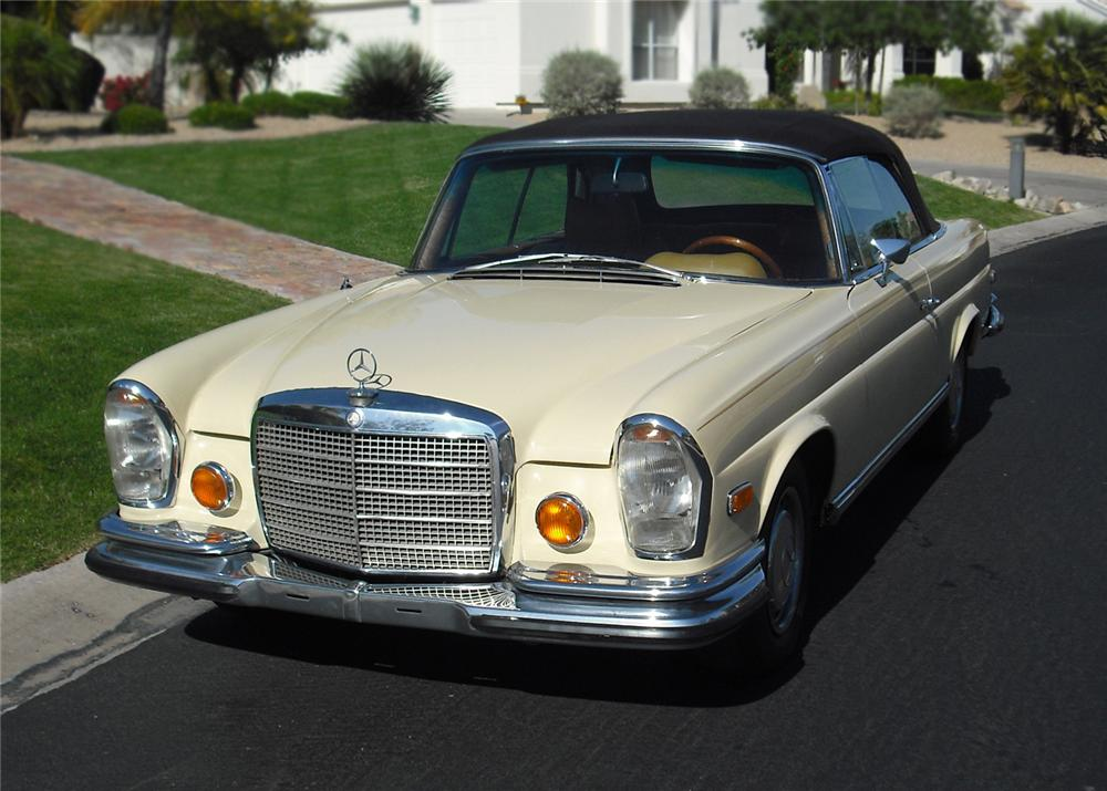 1970 MERCEDES-BENZ 280SE CONVERTIBLE - Front 3/4 - 65871
