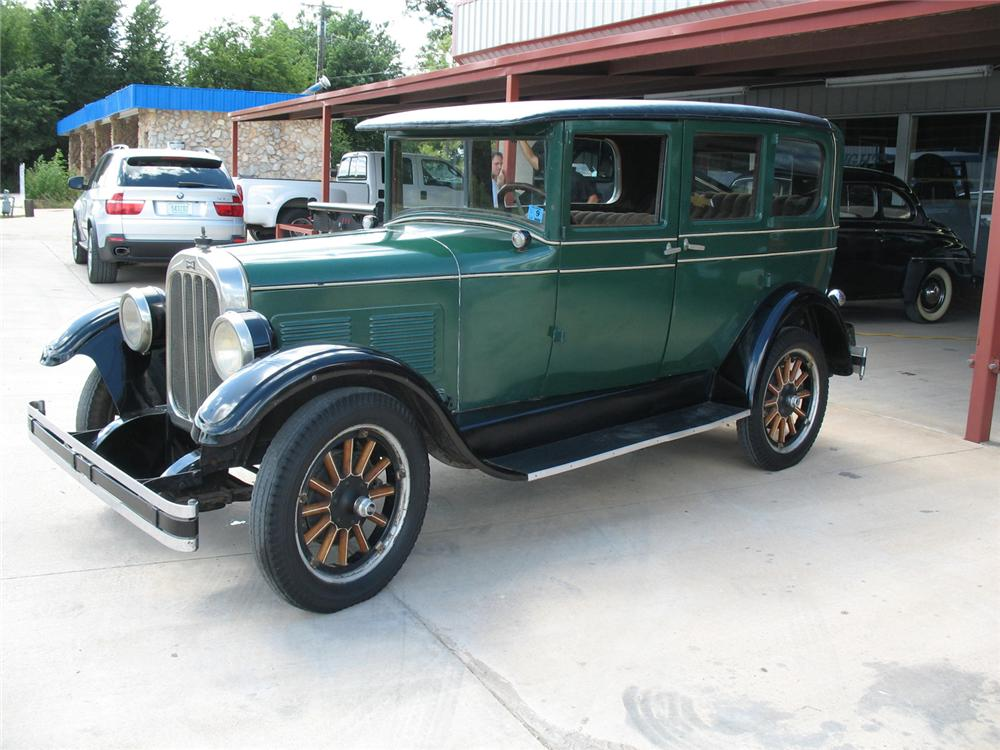 1927 CHANDLER STANDARD 6 4 DOOR SEDAN - Front 3/4 - 66077