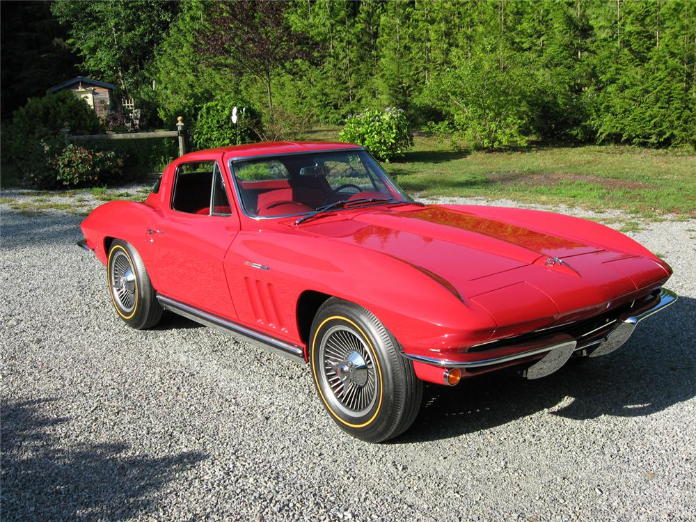 1965 CHEVROLET CORVETTE COUPE - Front 3/4 - 66119