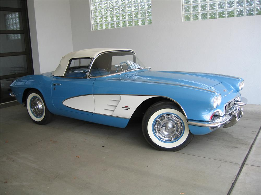 1961 CHEVROLET CORVETTE CONVERTIBLE - Front 3/4 - 66120