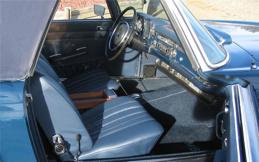1971 MERCEDES-BENZ 280SL ROADSTER - Interior - 66154