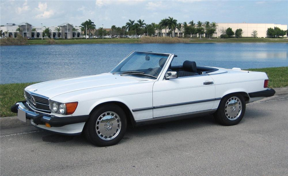 1986 MERCEDES-BENZ 560SL CONVERTIBLE - Front 3/4 - 66159