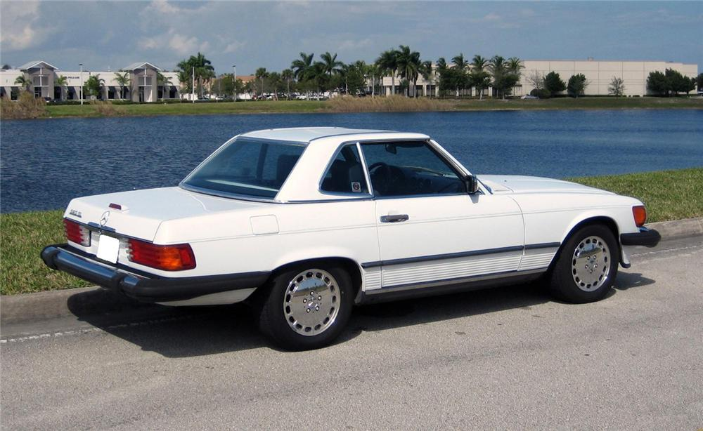 1986 MERCEDES-BENZ 560SL CONVERTIBLE - Rear 3/4 - 66159