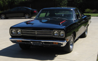 1969 PLYMOUTH HEMI ROAD RUNNER COUPE - Front 3/4 - 66199