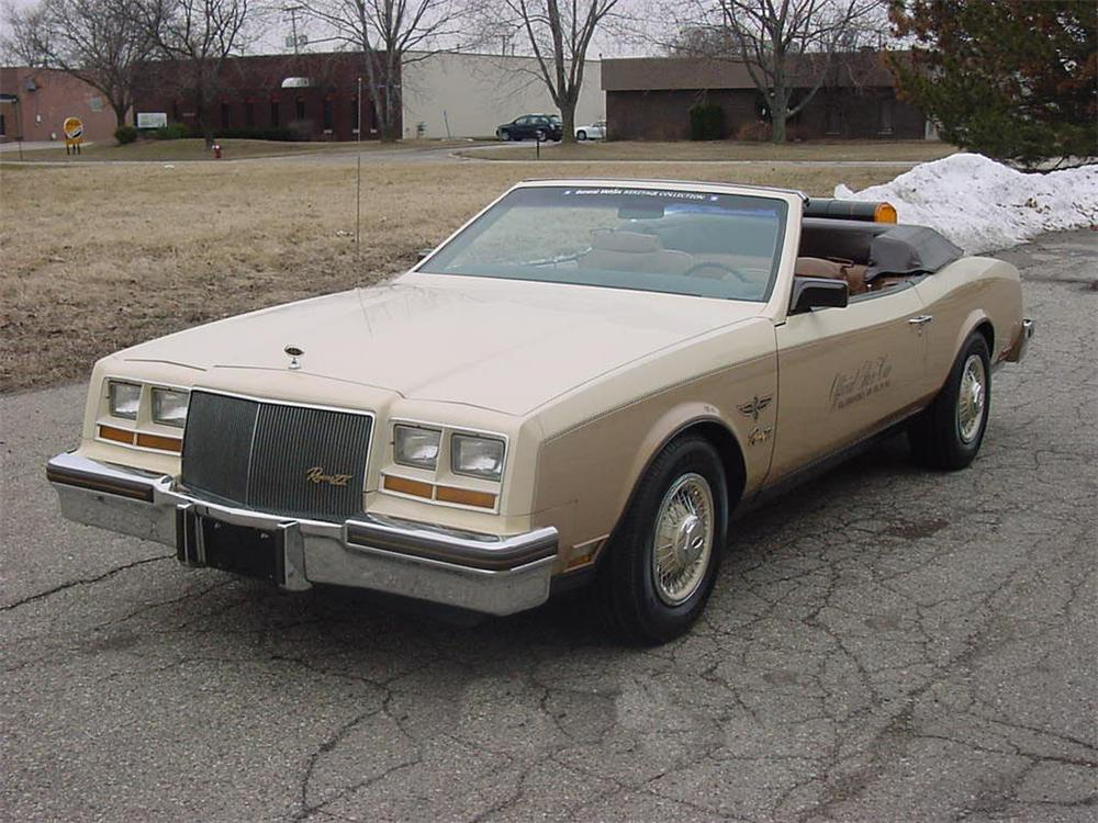 1982 BUICK RIVIERA CONVERTIBLE INDY PACE SHOW CAR - Front 3/4 - 66260