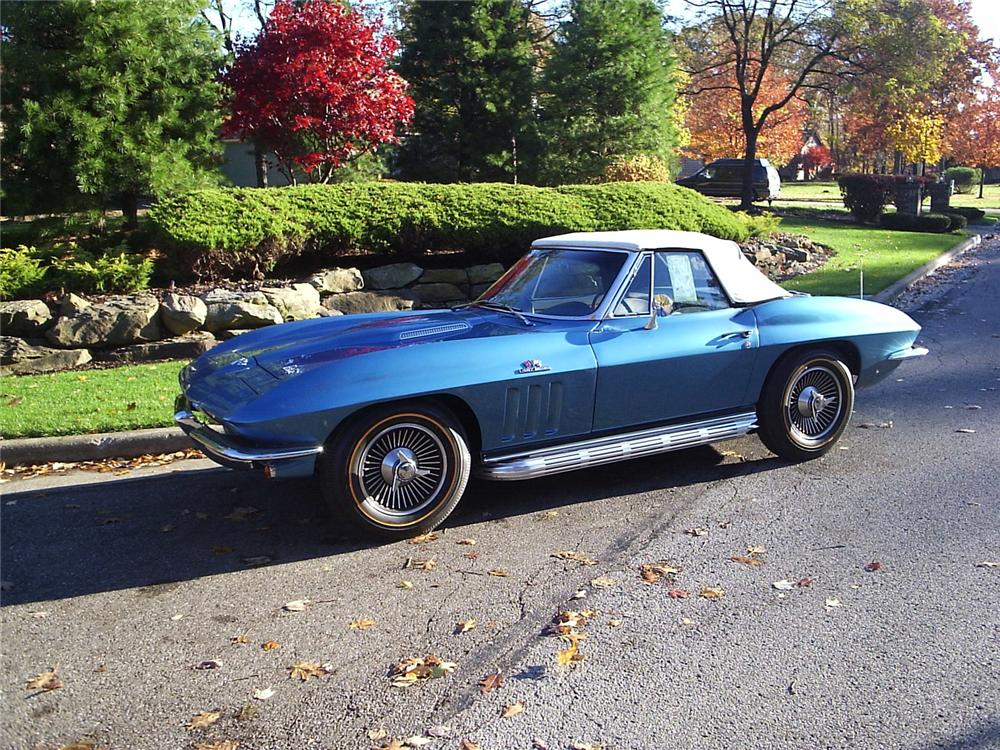 1966 CHEVROLET CORVETTE CONVERTIBLE - Front 3/4 - 66270