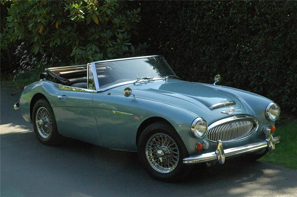 1967 AUSTIN-HEALEY BJ8 CONVERTIBLE - Front 3/4 - 66318