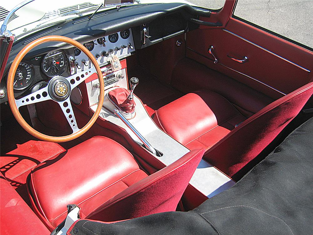 1962 JAGUAR E-TYPE ROADSTER - Interior - 66369