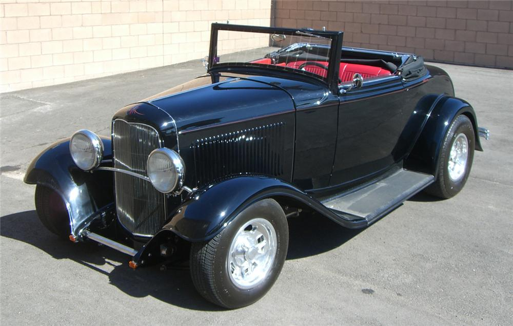 1932 FORD CUSTOM CABRIOLET - Front 3/4 - 66508