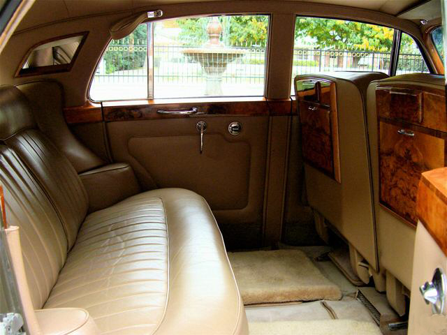 1963 ROLLS-ROYCE SILVER CLOUD III SEDAN - Interior - 66520