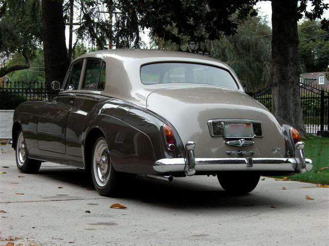 1963 ROLLS-ROYCE SILVER CLOUD III SEDAN - Rear 3/4 - 66520