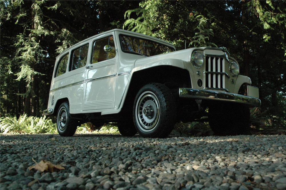 1962 WILLYS JEEP 4 X 4 STATION WAGON - Front 3/4 - 66589