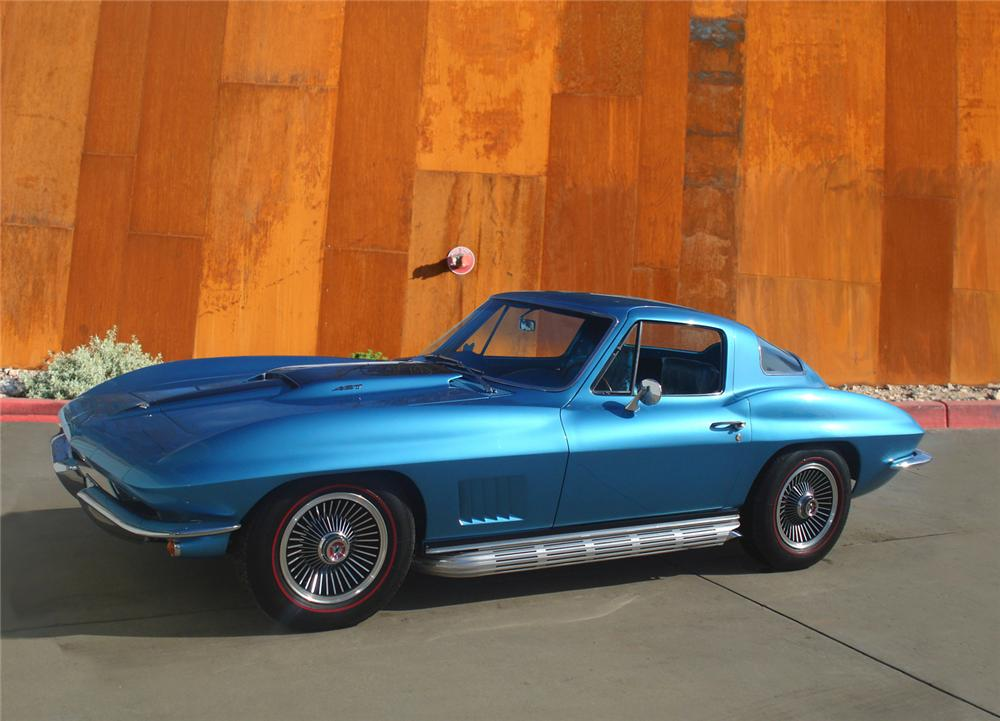 1967 CHEVROLET CORVETTE COUPE - Front 3/4 - 70565