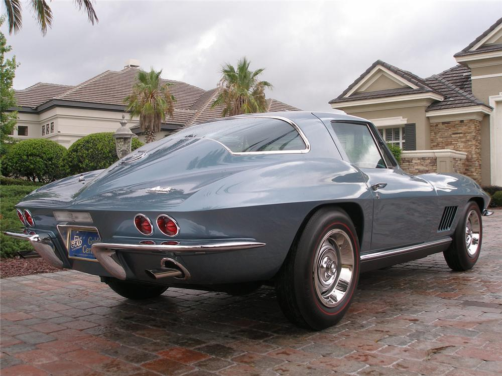 1967 CHEVROLET CORVETTE COUPE - Rear 3/4 - 70610