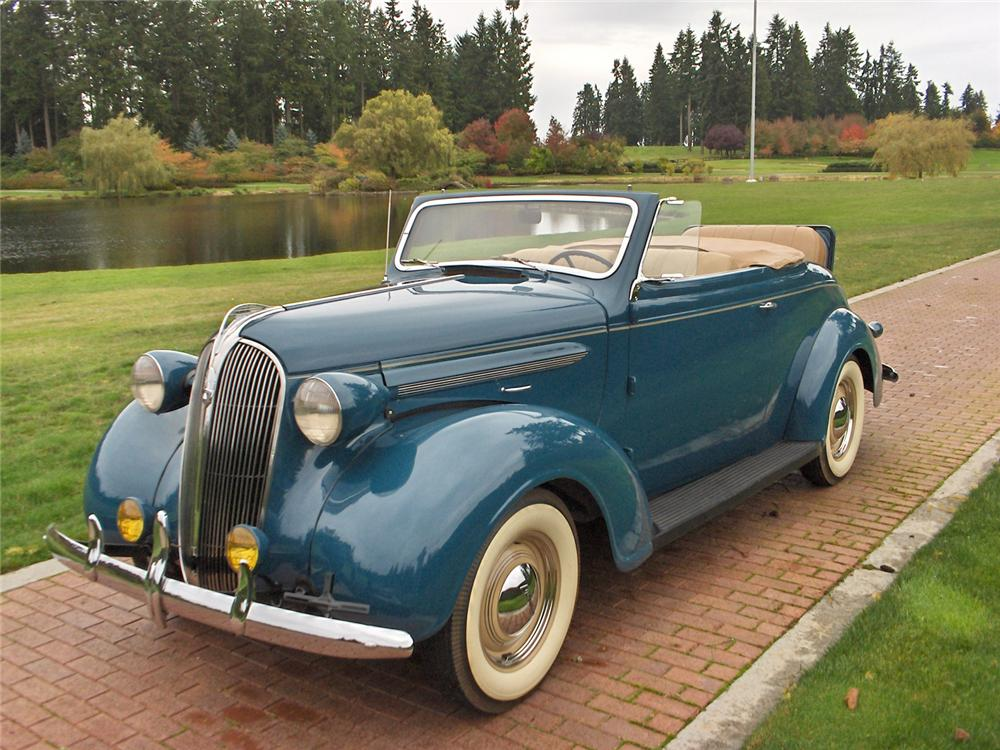 1937 PLYMOUTH ROADSTER DELUXE 2 DOOR CONVERTIBLE - Front 3/4 - 70635