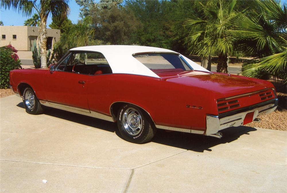 1967 PONTIAC GTO 2 DOOR HARDTOP - Rear 3/4 - 70640