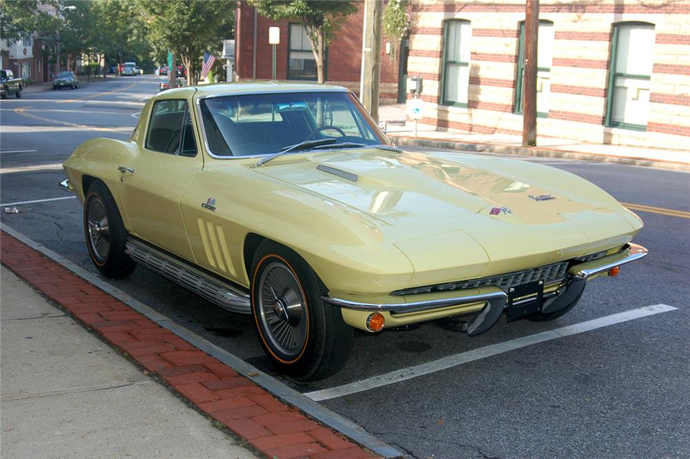1966 CHEVROLET CORVETTE COUPE - Front 3/4 - 70646