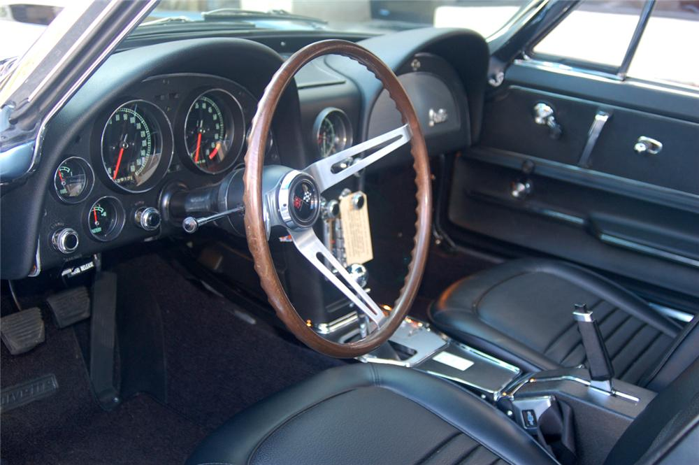 1967 CHEVROLET CORVETTE CONVERTIBLE - Interior - 70648